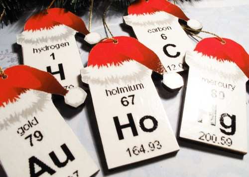 periodic_table_christmas_ornaments_set_of_5_elements_wooden_science_cda1d60d